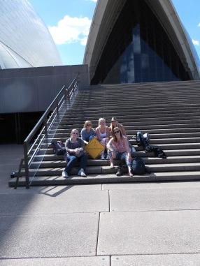 Met een klein groepje Australian Backpackers voor het oprah house! :)